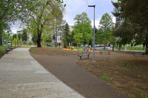 Revitalizovaný park na ulici Osloboditeľov.