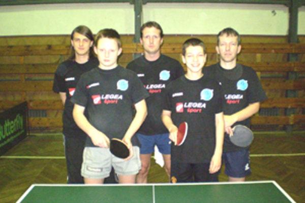 Družstvo lučeneckých stolných tenistov.