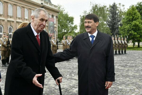 Český prezident Miloš Zeman na stretnutí s maďarským prezidentom Jánosom Áderom počas návštevy Maďarska.