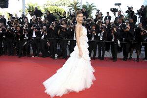 Modelka Bella Hadid pred premiérou filmu Rocketman