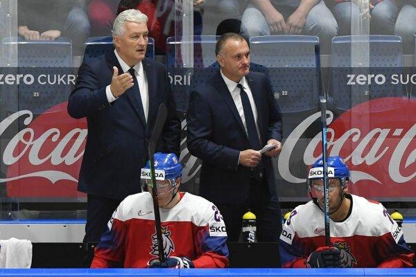 Miloš Říha (vľavo) na lavičke českej reprezentácie počas MS v hokeji 2019.