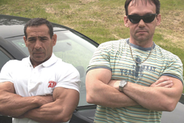Problémový svalovec Adam Cibuľa (vľavo) so svojim koučom Dušanom Ďubekom.