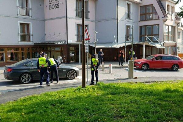 Policajti asistovali pri spustení v prvých dňoch prevádzky.