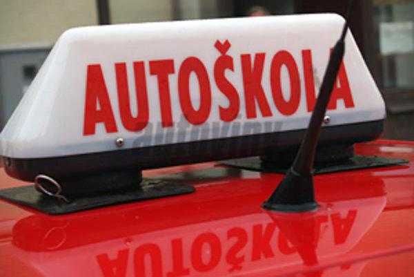 V Lučenci funguje minimálne päť autoškôl.