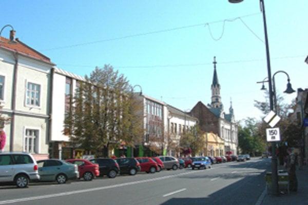 Byť poslancom v Lučenci je v porovnaní so susednými mestami výhodnejšie.