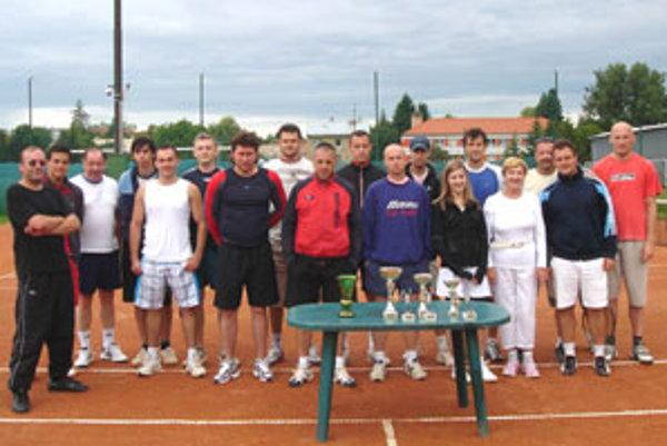 O pohár starostu obce Jána Šárkana zabojovalo devätnásť hráčov.
