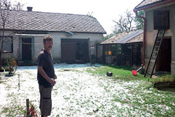 Abovce minulý týždeň zasiahol neobvykle prudký dážď a krupobitie.
