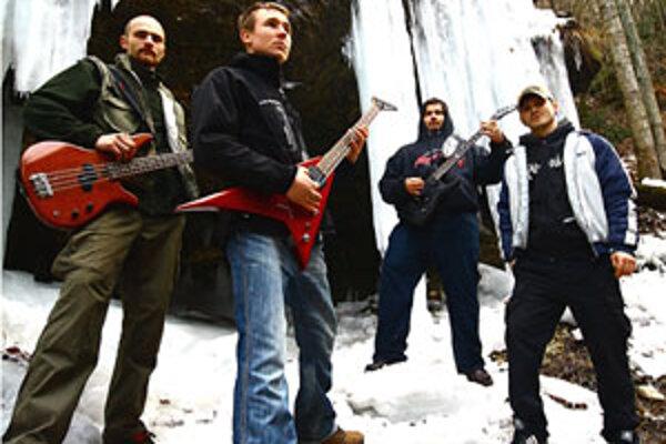 Chalani nahrali už tri demá a ich snom je živiť sa hudbou a mať vlastný album.