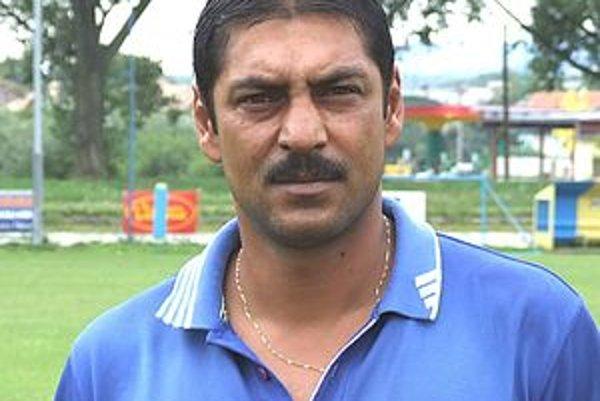 E. Barimu imponuje v Haliči najmä okolie zapálené pre futbal.