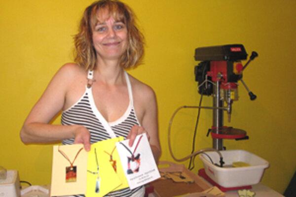 Ingrid Rozimová sa začala venovať maľovaniu na sklo už pred piatimi rokmi.
