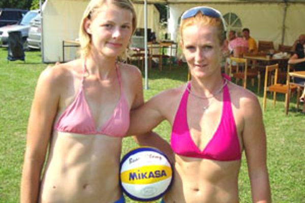 Na turnaji v beachvolejbale sa predstavili páry z rôznych kútov Slovenska, ale prišli aj dvojice z Maďarska.