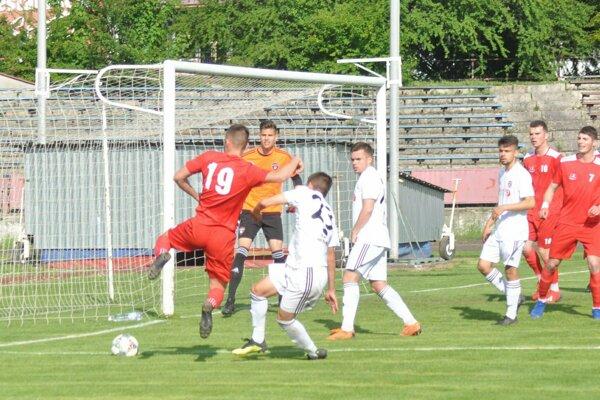 Považská Bystrica (v červenom) sa stretla so Spartakom Trnava B.