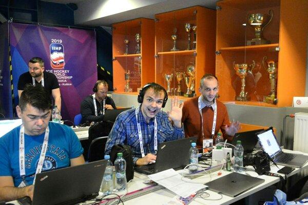 Dvojica redaktorov Korzára na MS v hokeji - sprava Daniel Dedina a Patrik Fotta.
