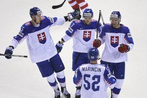 Na snímke gólová radosť hráčov Slovenska v zápase základnej A-skupiny Slovensko – Dánsko na MS v hokeji 2019.