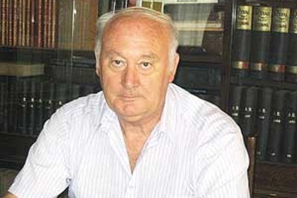 Mestský kronikár Jozef Drenko vydal už okolo štyridsať kníh.