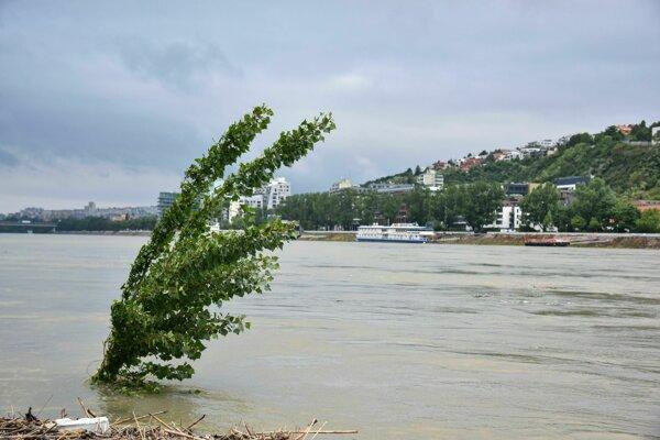 Zvýšená hladina rieky Dunaj.