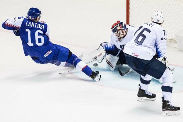 Róbert Lantoši v zápase proti USA na MS v hokeji 2019.