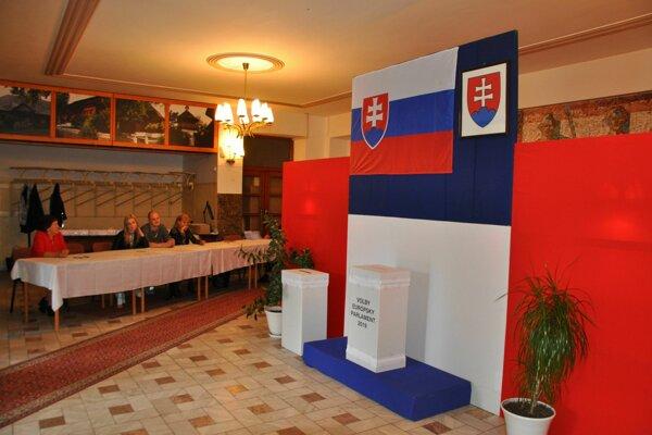 Väčšinu času volebné miestnosti vyzerajú dnes takto.