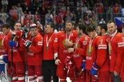 Ruskí hokejisti oslavujú s bronzovými medailami po výhre v zápase o 3. miesto Rusko – Česko na MS v hokeji 2019.