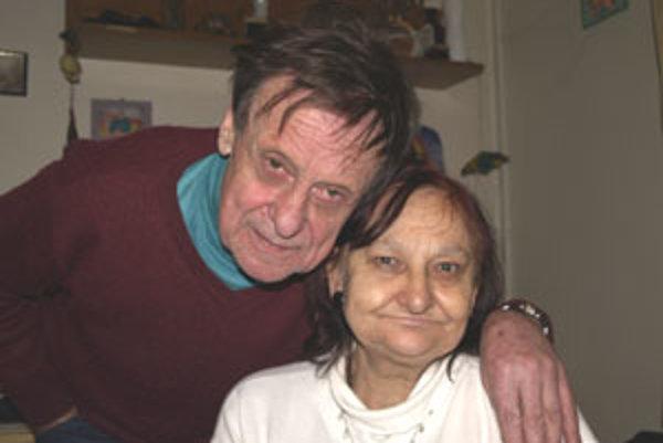 V domove dôchodcov vo Veľkom Krtíši žije Vladimír s priateľkou v jednej izbe.