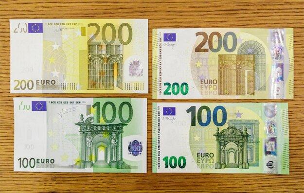 Vpravo nová 100 a 200 eurobankovka a vľavo stará 100 a 200 eurobankovka.