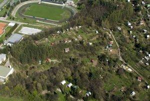 Letecký pohľad na niekdajšie hradisko.