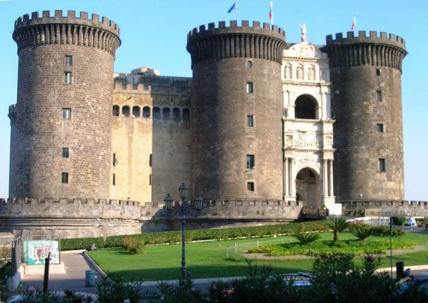 Castel Nuovo v Neapole.