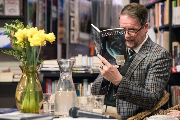 Sjón vBratislave. Má 53 rokov, pochádza zReykjavíku. Za knihu Máni Steinn - Chlapec, ktorý nebol získal vroku 2013 prestížnu Islandskú literárnu cenu. Práve vyšla vslovenčine.