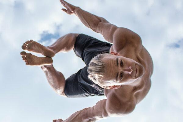 Michal Barbier dokáže neskutočné akrobatické veci.