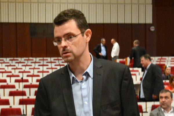 Starosta Furče podpísal výzvu na odchod Fica z predsedníckej stoličky.