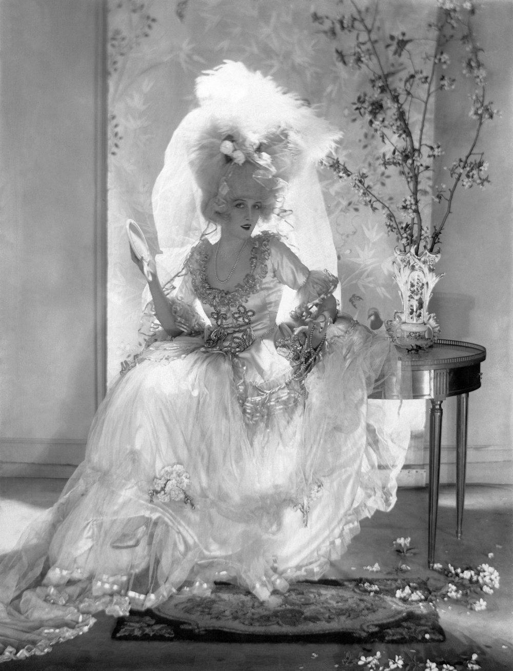 Adolph de Meyer bol prvým, kto inscenoval modelky v krásnych šatách. Z kolekcie pre Vogue z roku 1920.