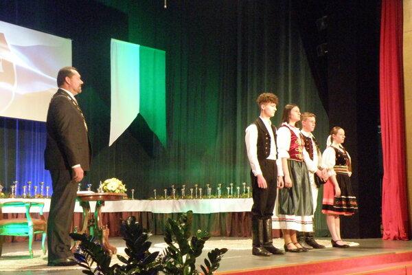 Ocenených dekoroval primátor Nových Zámkov Otokar Klein.