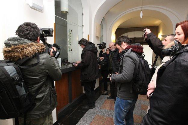Väčšina novinárov dostala na vrátnici stopku.