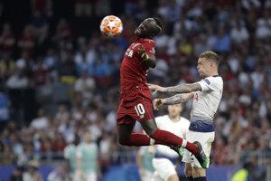 Sadio Mane (vľavo) a Kieran Trippier vo finále Ligy majstrov 2018/2019 Liverpool - Tottenham.