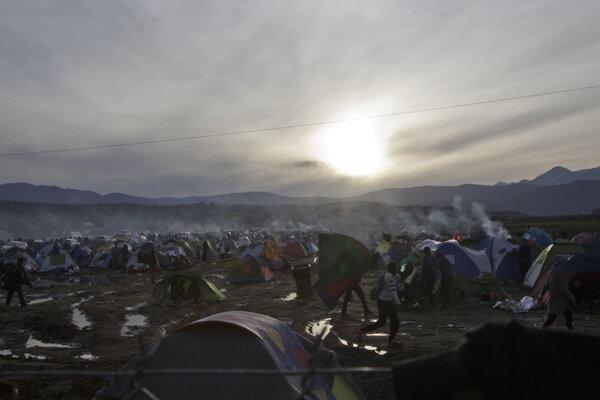 Provizórny stanový tábor, ktorý si vybudovali migranti na severe Turecka.
