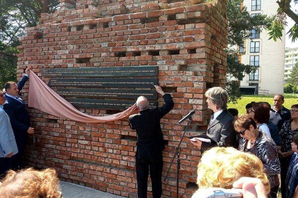 Odhalenie pamätníka holokaustu.