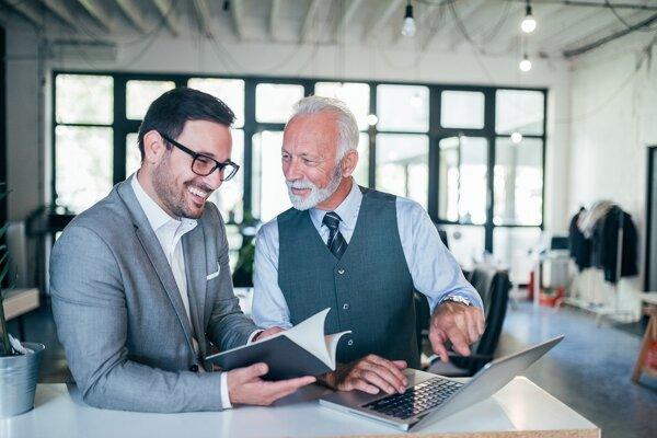 Ľudia v dôchodkovom veku sú pre personalistov zaujímaví a chcú využiť ich odborné skúsenosti.