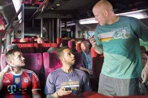 Hrdinovia vlaku, ktorý šiel do Paríža, hrajú aj vo filme.