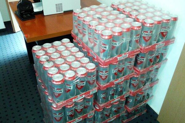 Do redakcie už dorazilo 14 kartónov piva Corgoň zo spoločnosti Heineken. Tekutá odmena čaká na víťazov jednotlivých kôl.