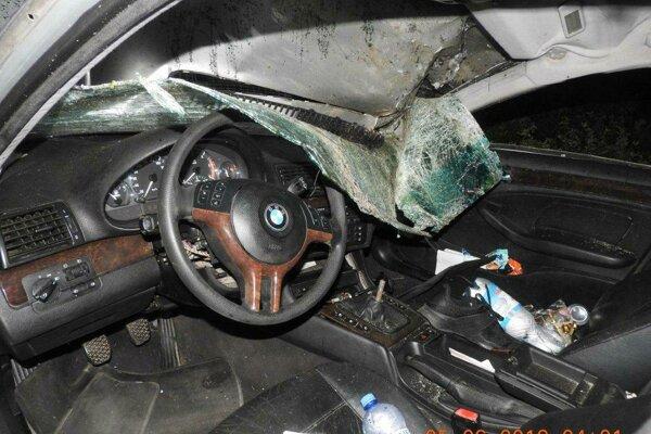 Auto sa viackrát prevrátilo, mladík zomrel po prevoze do nemocnice.