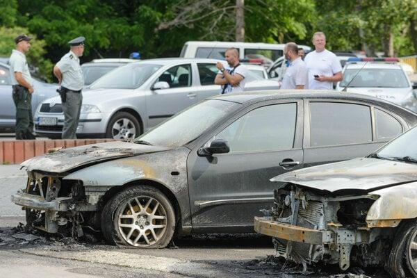 Vlani v máji spôsobil požiar policajných áut škodu za približne 20-tisíc eur.
