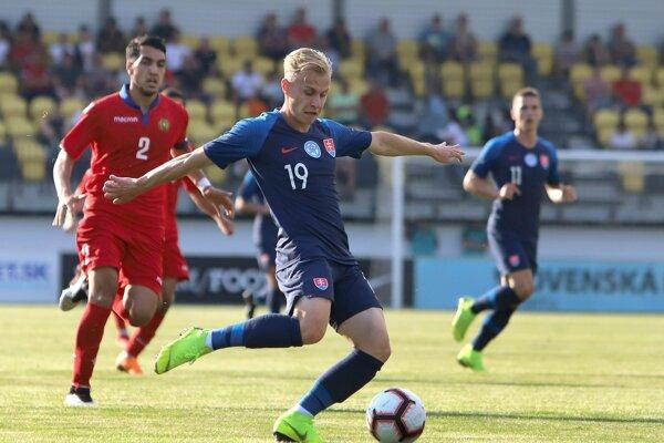Peter Kolesár (v popredí) v prípravnom zápase Slovensko 21 - Arménsko 21 v Žiari nad Hronom 6. júna 2019.