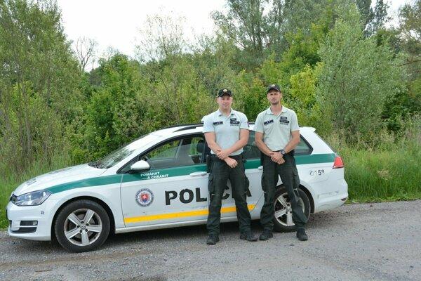 Aj vďaka týmto dvom policajtom mala dramatická situácia šťastný koniec.