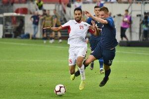 Martin Chrien (vpravo) a Musa Al-Taamari v prípravnom zápase Slovensko - Jordánsko.