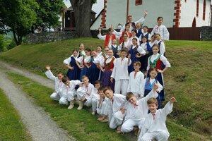 Mladí folkloristi z obce Valaské Klobouky ukázali krásnee moravské zvyky.