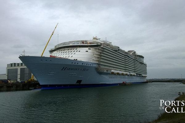 Najväčšia výletná loď Harmony of the Seas sa vydala na skúšobnú plavbu.