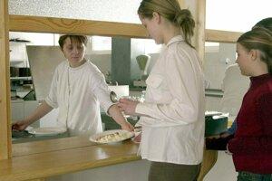 Cez národný projekt má do školských kuchýň nastúpiť tisícka kuchárov a pomocných síl.