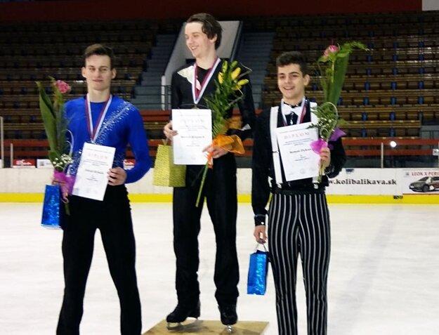 Vpravo bronzový junior Simon Fukas.