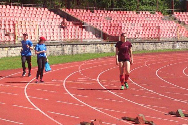 Veronika Kuricová počas prípravy na prekážky.