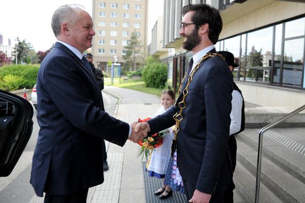 Andrej Kiska (vľavo) a primátor Nitry Marek Hattas.